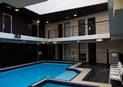 Cambridge Hotel Sydney - Sydney - Pool