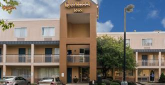 Quality Inn - Newark - Building