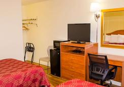 Econo Lodge East - Albuquerque - Bedroom