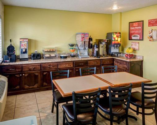 Econo Lodge East - Albuquerque - Kitchen