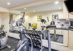 Quality Inn Tulsa-Downtown West - Tulsa - Gym
