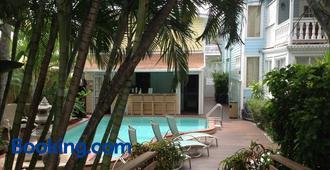 Douglas House - Key West - Building