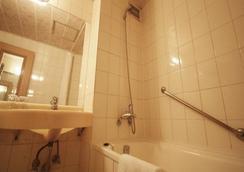 Hotel Dynasty - Seoul - Bathroom