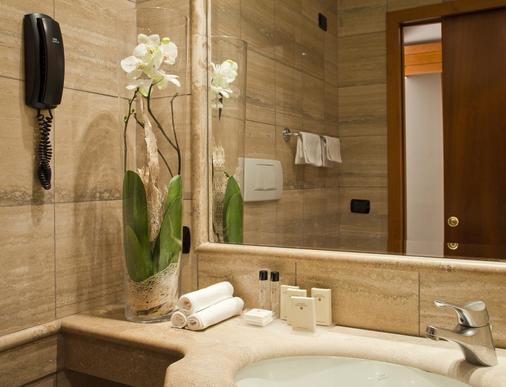 Hotel Diplomatic - Rome - Bathroom