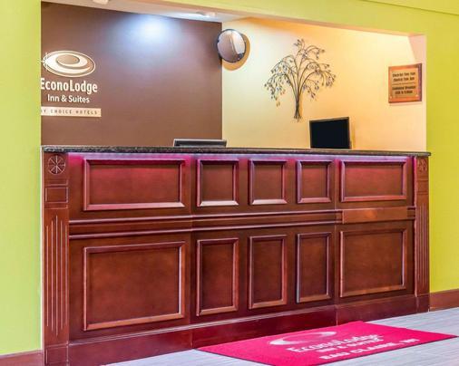 Econo Lodge Inn & Suites - Eau Claire - Lobby