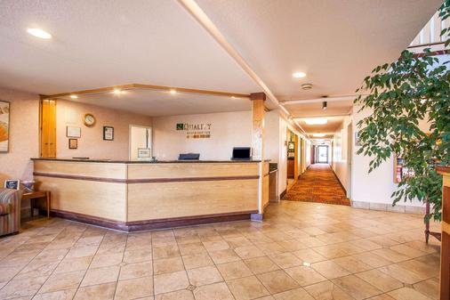 Quality Inn & Suites - Vancouver - Lobby