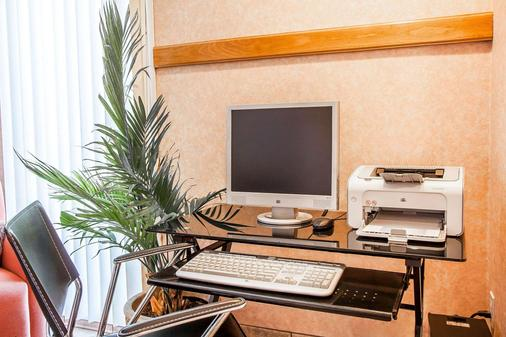 Quality Inn & Suites - Vancouver - Business centre