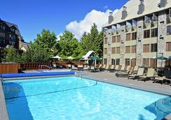 Executive - The Inn at Whistler Village - Whistler - Pool