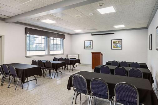 Quality Inn and Suites Haywood Mall Area - Greenville - Meeting room