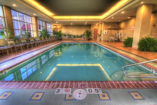 Capitol Plaza Topeka - Topeka - Pool