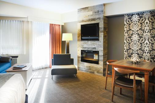 Summit Lodge Boutique Hotel - Whistler - Living room