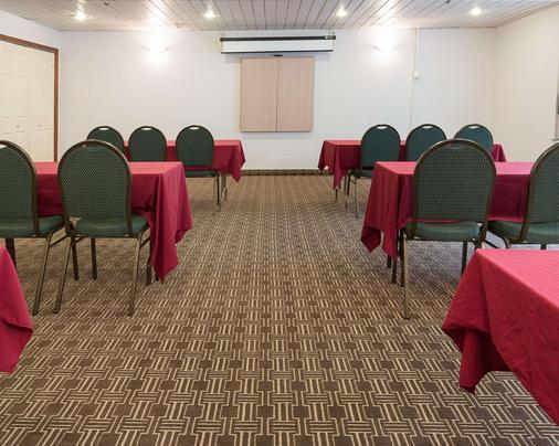 Comfort Inn Carrier Circle - Syracuse - Meeting room