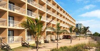 Quality Inn Oceanfront - Ocean City - Building