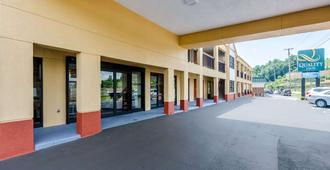 Quality Inn Tanglewood - Roanoke - Building