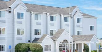 Microtel Inn & Suites by Wyndham Erie - Erie - Building