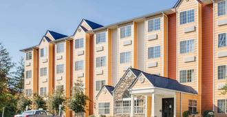Microtel Inn & Suites by Wyndham Pigeon Forge - Pigeon Forge - Building