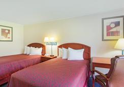 Days Inn Tallahassee-Government Center - Tallahassee - Bedroom