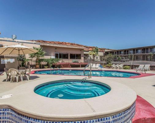 Econo Lodge - Saint George - Pool
