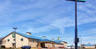 Quality Inn and Suites Wichita Falls I-44 - Wichita Falls - Building