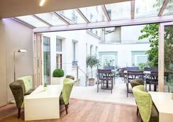 Hôtel Mistral - Paris - Bedroom