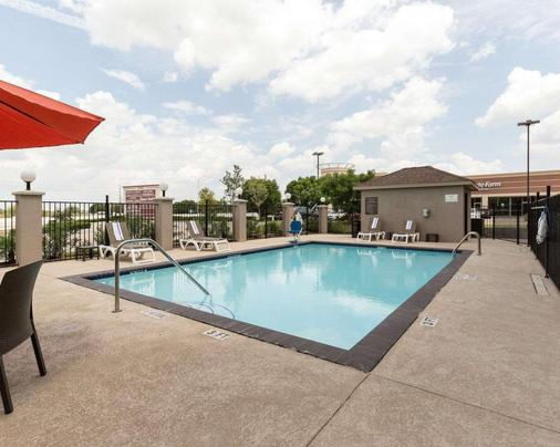 Comfort Suites near Westchase on Beltway 8 - Houston - Pool