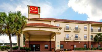 Econo Lodge Inn & Suites - Beaumont - Building