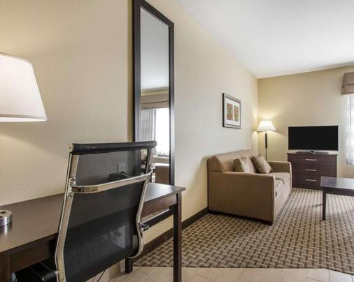 Mainstay Suites - Meridian - Bedroom