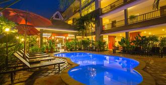 The Opium Serviced Apartment and Hotel - Chiang Mai - Building