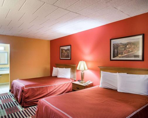 Rodeway Inn University - Newark - Bedroom