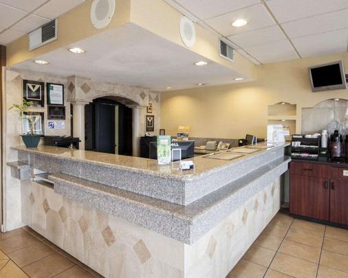 Quality Inn & Suites Airport - El Paso - Lobby