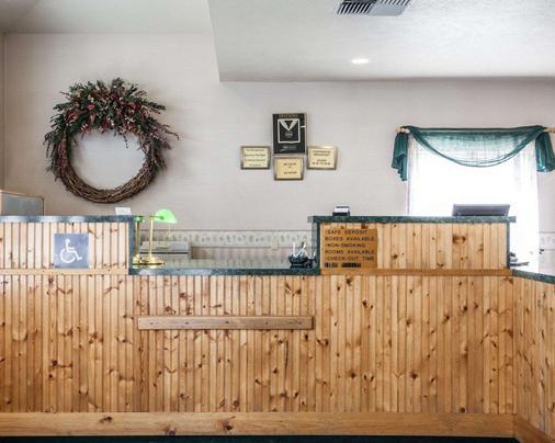 Rodeway Inn & Suites - Spokane - Lobby