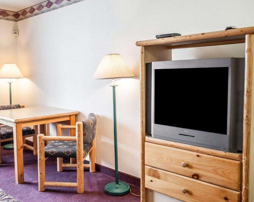 Rodeway Inn & Suites - Spokane - Living room