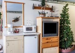 Rodeway Inn & Suites - Spokane - Bedroom