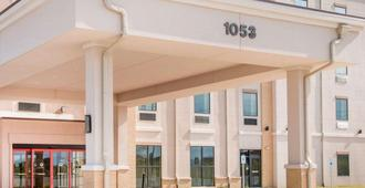 Comfort Inn & Suites - San Marcos - Building