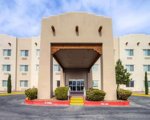 Quality Suites University - El Paso - Building