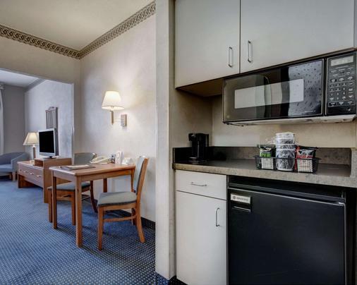 Quality Suites University - El Paso - Kitchen