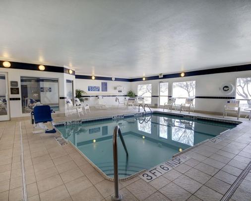 Quality Suites University - El Paso - Pool