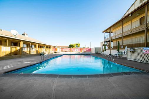 Quality Inn - Kingman - Pool