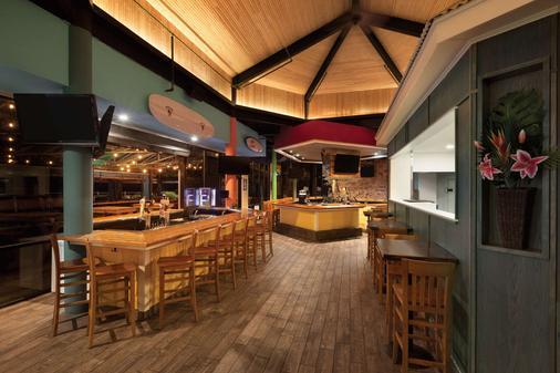 Surfbreak Oceanfront Hotel, an Ascend Hotel Collection Member - Virginia Beach - Bar