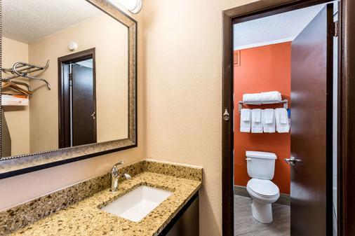 Quality Inn Nashville Downtown - Stadium - Nashville - Bathroom
