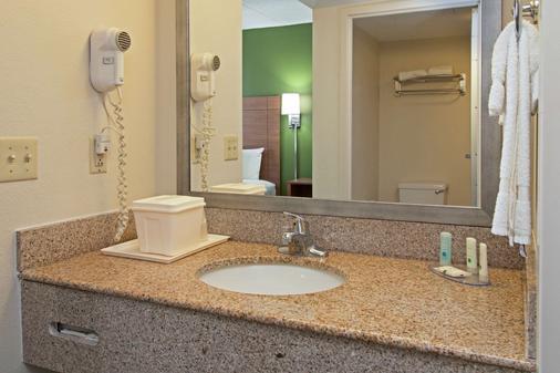 Quality Suites Lake Wright - Norfolk Airport - Norfolk - Bathroom