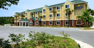 Microtel Inn & Suites by Wyndham Panama City - Panama City - Building