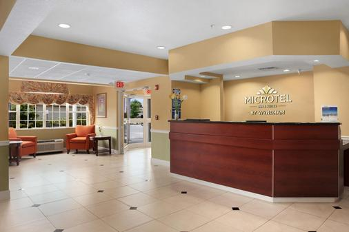 Microtel Inn & Suites by Wyndham Panama City - Panama City - Front desk