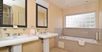 Best Western Plus All Suites Inn - Santa Cruz - Bedroom