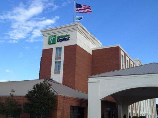 Holiday Inn Express Fredericksburg Southpoint - Fredericksburg - Building