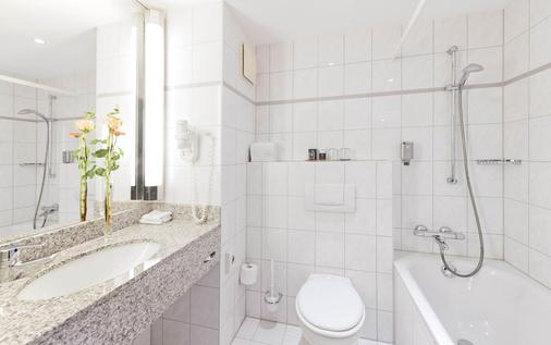 Park Inn by Radisson Cologne City West - Cologne - Bathroom