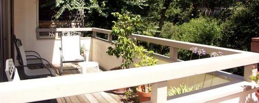Colton Inn - Monterey - Balcony
