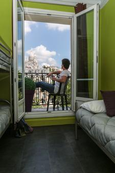 Le Regent Montmartre by Hiphophostels - Paris - Balcony