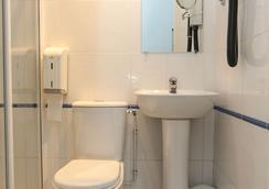 Le Regent Montmartre by Hiphophostels - Paris - Bathroom