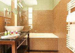 Hôtel Le Rocroy - Paris - Bathroom